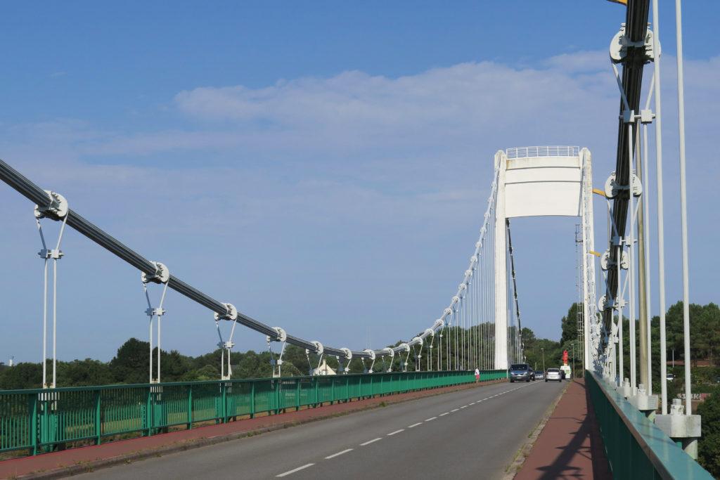 Eine Hängebrücke